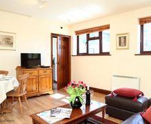 Snaptrip - Last minute cottages - Lovely Tonbridge Cottage S51035 -