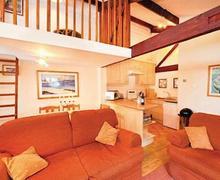 Snaptrip - Last minute cottages - Superb Harrogate Lodge S51363 - Cherry Cottage