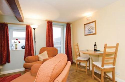 Snaptrip - Last minute cottages - Luxury Harrogate Lodge S51364 - Cedar Cottage