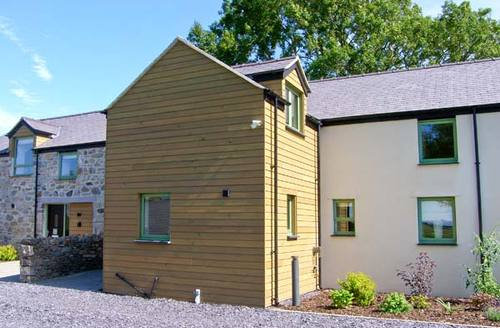 Snaptrip - Last minute cottages - Stunning Llanfairpwllgwyngyll Rental S6004 -