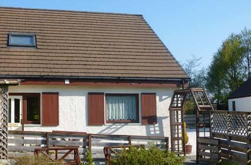 Snaptrip - Last minute cottages - Quaint Portree View S6018 -