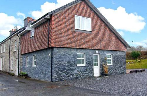 Snaptrip - Last minute cottages - Quaint Lampeter Cottage S6037 -