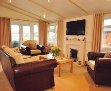 Snaptrip - Last minute cottages - Excellent Shaftesbury Lodge S51511 - Hardy's Lodge