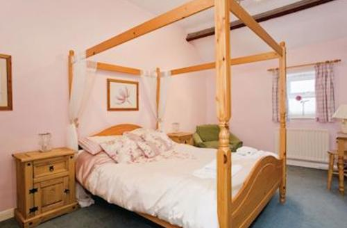 Snaptrip - Last minute cottages - Excellent Harrogate Lodge S51513 - Maple Cottage