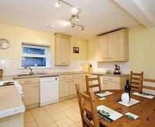 Snaptrip - Last minute cottages - Wonderful Harrogate Lodge S51514 - Oak Cottage