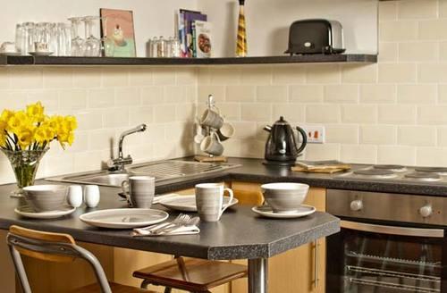 Snaptrip - Last minute cottages - Tasteful Llangollen Apartment S6057 -