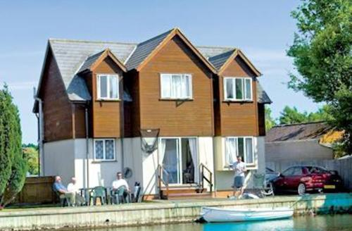 Snaptrip - Last minute cottages - Excellent Wroxham Lodge S51582 - Bure Banks