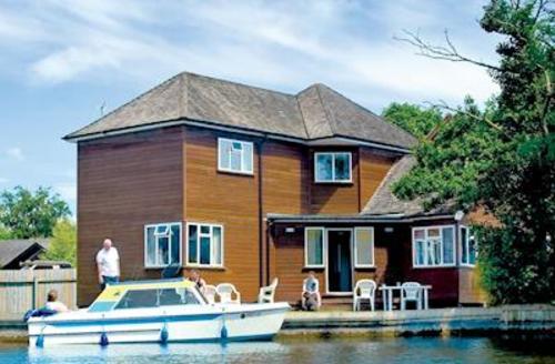 Snaptrip - Last minute cottages - Beautiful Wroxham Lodge S51589 - Bure Croft