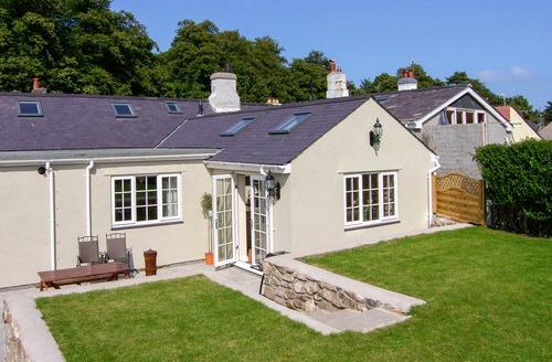Snaptrip - Last minute cottages - Lovely Beaumaris Cottage S6098 -