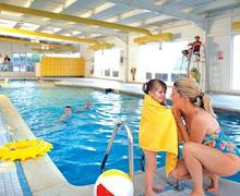 Snaptrip - Last minute cottages - Quaint Wemyss Bay Lodge S51765 - Indoor heated swimming pool