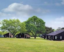 Snaptrip - Last minute cottages - Luxury Woodhall Spa Lodge S51826 - The bungalow setting