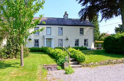 Snaptrip - Last minute cottages - Quaint Llanwrda Cottage S6112 -