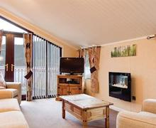Snaptrip - Last minute cottages - Captivating Bassenthwaite Lodge S52045 - Typical Lakeside Lodge 6