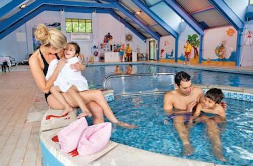 Snaptrip - Last minute cottages - Beautiful Rock Lodge S52074 - Indoor heated swimming pool