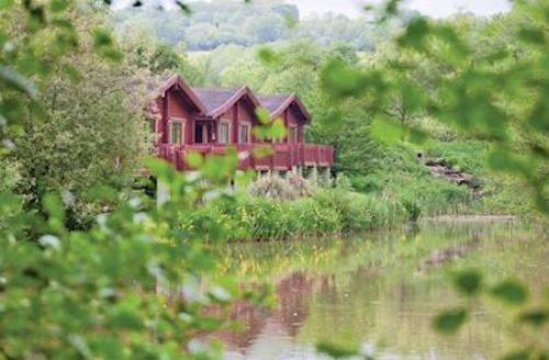 Snaptrip - Last minute cottages - Wonderful Upottery Lodge S52161 - Otter Island Lodge