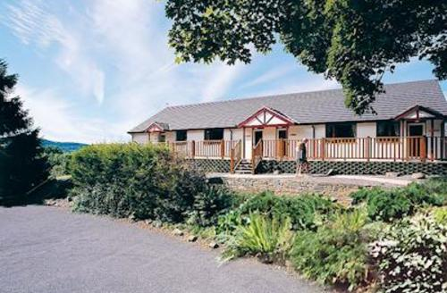 Snaptrip - Last minute cottages - Stunning St Clears Lodge S52181 - Avalon Cottages