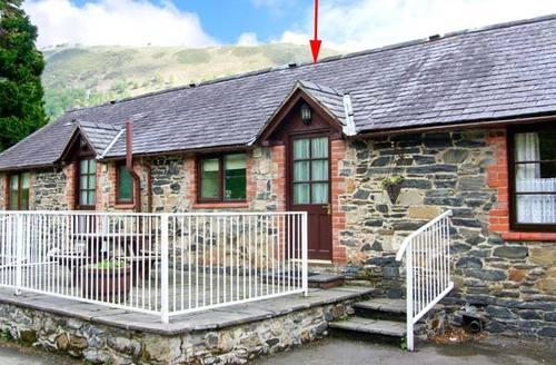 Snaptrip - Last minute cottages - Quaint Llangollen Cottage S6186 -