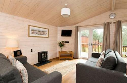 Snaptrip - Last minute cottages - Cosy Ashbourne Lodge S52302 - Tissington Classic 2