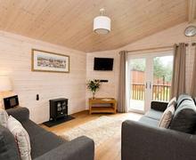 Snaptrip - Last minute cottages - Superb Ashbourne Lodge S52310 - Tissington Classic 2