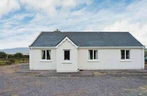 Snaptrip - Last minute cottages - Tasteful  Lodge S6338 -