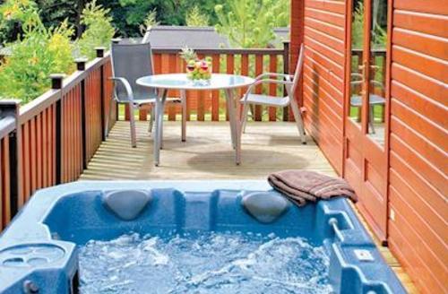 Snaptrip - Last minute cottages - Delightful Ashbourne Lodge S53239 - Tissington Classic 2 Spa