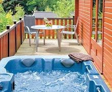 Snaptrip - Last minute cottages - Delightful Ashbourne Lodge S53239 - Tissington Classic 2 Spa