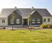 Snaptrip - Last minute cottages - Exquisite  House S6409 -