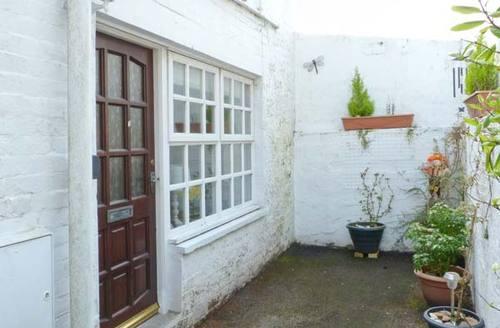 Snaptrip - Last minute cottages - Wonderful Kirkcudbright Bakery S6422 -