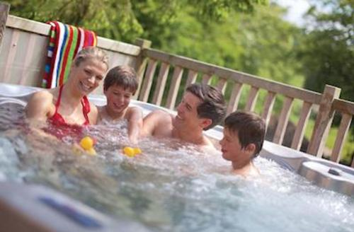 Snaptrip - Last minute cottages - Captivating Darley Moor Lodge S53537 - Haddon Classic 3 Spa