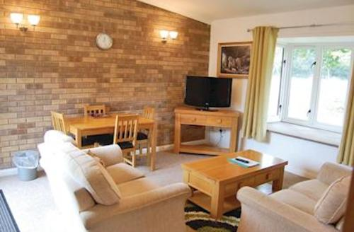 Snaptrip - Last minute cottages - Cosy Woodhall Spa Lodge S53672 - Revesby Bungalow