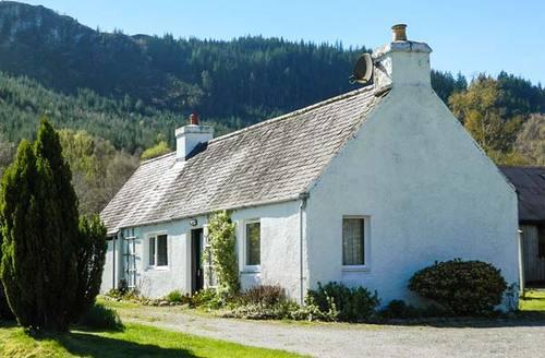 Snaptrip - Last minute cottages - Excellent Inverness Cottage S6508 -