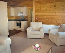 Snaptrip - Last minute cottages - Cosy Winkleigh Lodge S54053 - Orchard Lakes Lodge