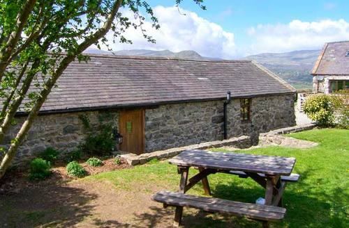 Snaptrip - Last minute cottages - Excellent Llanrwst Godro S6542 -