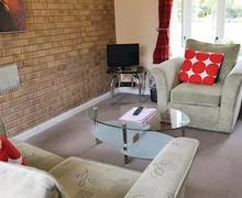 Snaptrip - Last minute cottages - Adorable Woodhall Spa Lodge S54384 - Harrington Bungalow