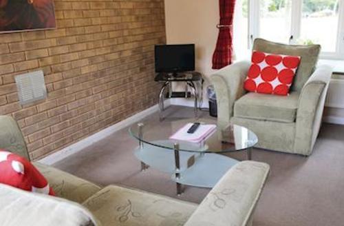 Snaptrip - Last minute cottages - Inviting Woodhall Spa Lodge S54385 - Harrington Bungalow