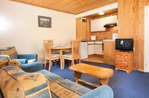 Snaptrip - Last minute cottages - Quaint Lelant Lodge S54401 - SI 2 Bed Silver Chalet sleeps 4