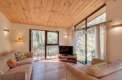 Snaptrip - Last minute cottages - Charming Kingsbridge Lodge S6596 - Living area