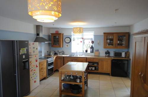 Snaptrip - Last minute cottages - Cosy Torquay Cottage S6601 - Kitchen