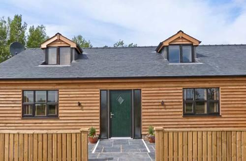 Snaptrip - Last minute cottages - Luxury Poulton Le Fylde Cottage S6618 -