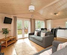 Snaptrip - Last minute cottages - Luxury Darley Moor Lodge S54771 - Haddon Classic 2 Spa