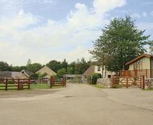 Snaptrip - Last minute cottages - Tasteful Fenny Bentley Lodge S54811 - The park setting