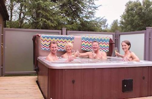 Snaptrip - Last minute cottages - Charming Darley Moor Lodge S54819 - Haddon Classic 4 Spa