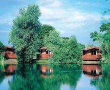 Snaptrip - Last minute cottages - Attractive Stowbridge Lodge S54859 - The park setting