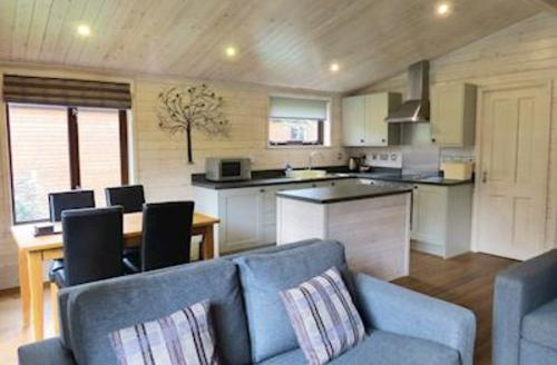 Snaptrip - Last minute cottages - Wonderful Darley Moor Lodge S54912 - Chatsworth Elite 2 Spa Plus