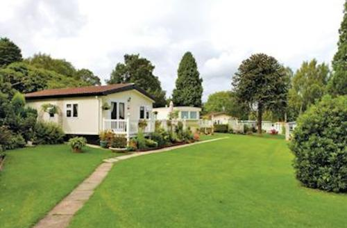 Snaptrip - Last minute cottages - Stunning Ruthin Lodge S54913 - The park setting