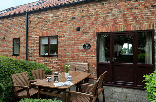 Snaptrip - Last minute cottages - Stunning Bedale Cottage S6740 - Outside dining area