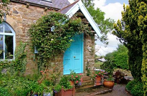 Snaptrip - Last minute cottages - Exquisite Brampton Cottage S6744 -