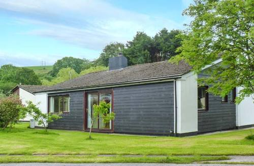Snaptrip - Last minute cottages - Gorgeous Saltash Lodge S6751 -