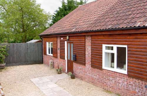 Snaptrip - Last minute cottages - Excellent Shepton Mallet Lodge S6785 -