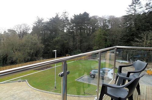 Snaptrip - Last minute cottages - Delightful Porthpean Apartment S6813 - Balcony
